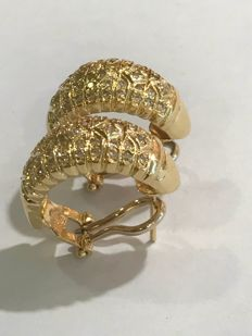 Earrings in 18 kt yellow gold and diamonds totalling 0.82 ct