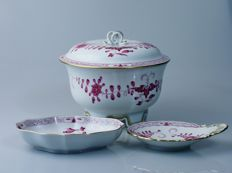 Meissen porcelain biscuit container with saucers