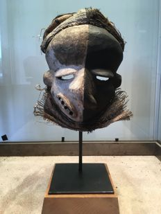 Very beautiful deformation mask in polychrome wood - PENDE - Former Belgian Congo