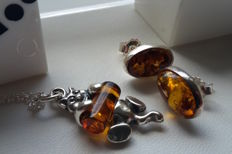 "Set - Pendant ""the playing Baer"" - Earrings & Chain 45 cm - natural Baltic amber - silver 925 - no pressed - UV test"