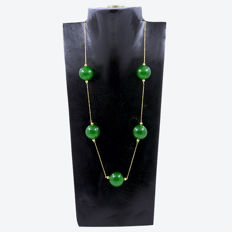 18k/750 yellow gold necklace with green jade – Length 56 cm. *** No reserve***