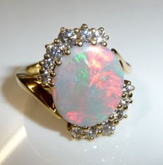 Ring 18 kt / 750 gold with approx. 2 ct full opal from Australia Gemclass opal + 0.90 ct diamonds G-F, ring size 56