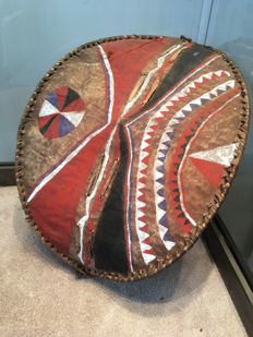 Very nice little ancient traditional shield in wood and skin - MASAI - Ethiopia