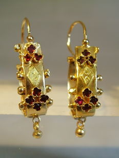 Antique 18 kt empire earrings with facetted garnet, Paris circa 1810/20, RARITY!
