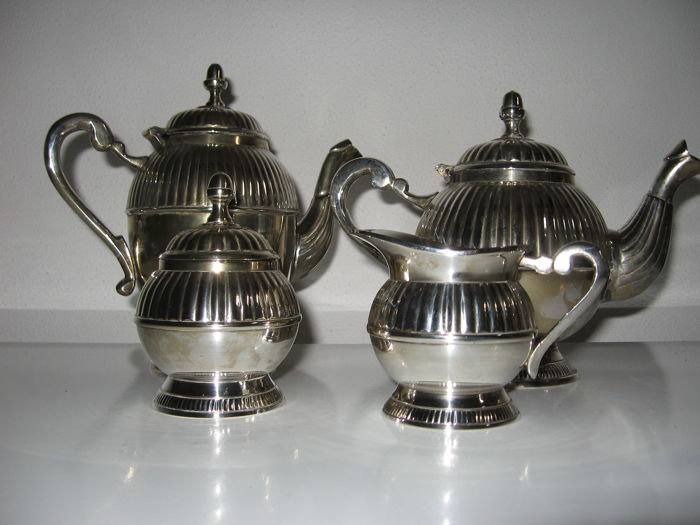 Silver plated tea- and coffee set 4 pieces
