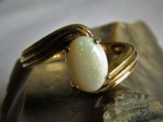 9 kt Gold vintage ring (2.95 g) with natural Australian opal (approx. 0.7 ct)  Size: 17.2 - NO RESERVE PRICE!