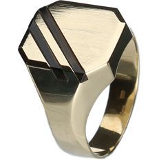 14 kt Yellow gold men's ring decorated with Onyx.