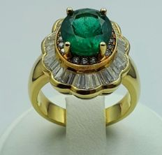 18 Ct Yellow Gold ring with 6,46ct Emerald and 1,47ct Diamonds - size 18mm