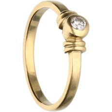 14 kt - Yellow gold solitaire ring set with 1 brilliant cut diamond of approx. 0.05 ct in total - Ring size: 15.5 mm