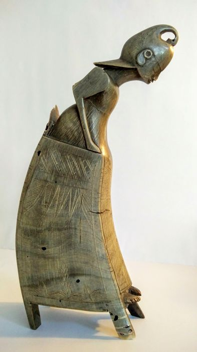 Statue/Carving out of a horn - Indonesia, Bali - 2nd half of the 20th century (24.5 cm)