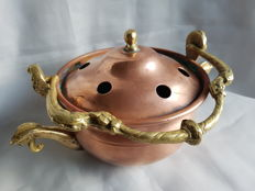 Incense pot made of red and yellow copper