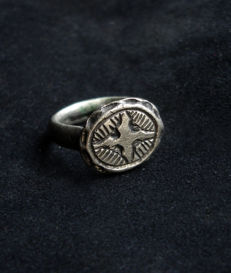 Medival Crusader period silver ring with cross engraved - 17.3mm