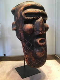 Powerful ancient dance mask carved in wood - KUBA - D.R of Congo