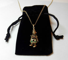 Superb necklace and articulated joyful clown-shaped pendant in solid gold with gemstones in colours - Cloth doll.