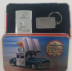 "Zippo limited edition ""1998 collectible of the Year Full Set"" Chrysler Car Flame Icon + Keychains. NEW with Original Box"