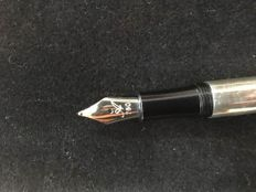 Silver Astoria fountain pen with golden crown