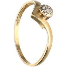 14 kt - Yellow gold ring set with 1 brilliant cut diamond of approx. 0.015 ct in total - Ring size: 17 mm