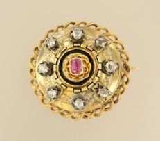 Gold and silver brooch set with ruby and rose cut diamonds of approx. 0.40 ct in total