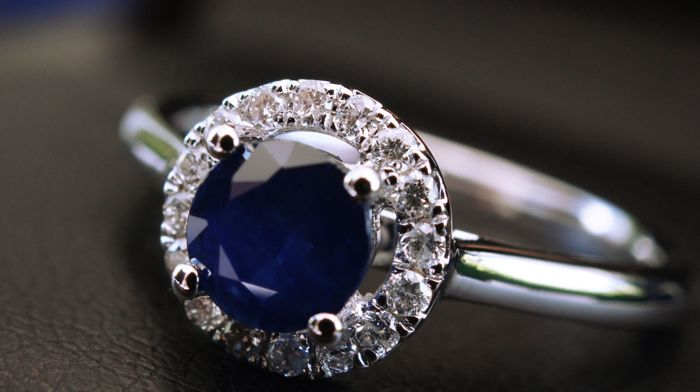 Ring in 18 kt white gold set with a round natural sapphire in a brilliant cut of 0.70 ct and an entourage of brilliant-cut diamonds in micro-prong setting for a total of 0.14 ct