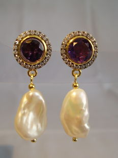 Designer earrings with amethysts (2.10 ct) and white topaz entourage and white Keshi pearls.