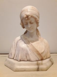 Bust of a young woman - signed Prof. V. Pochini - Italy - c. 1900