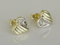 14 kt bi-colour gold heart-shape ear studs, with single cut diamond - 7 mm