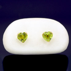 14k/575 yellow gold earrings with two heart-shaped peridot - Total gemstones weight 1.86 ct.