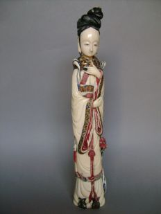 Chinese princess in ivory (35 cm). China 1920-30
