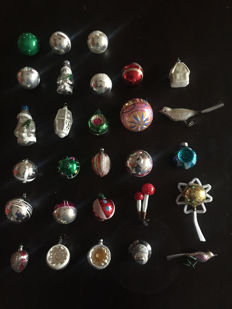 28 x Christmas tree decorations