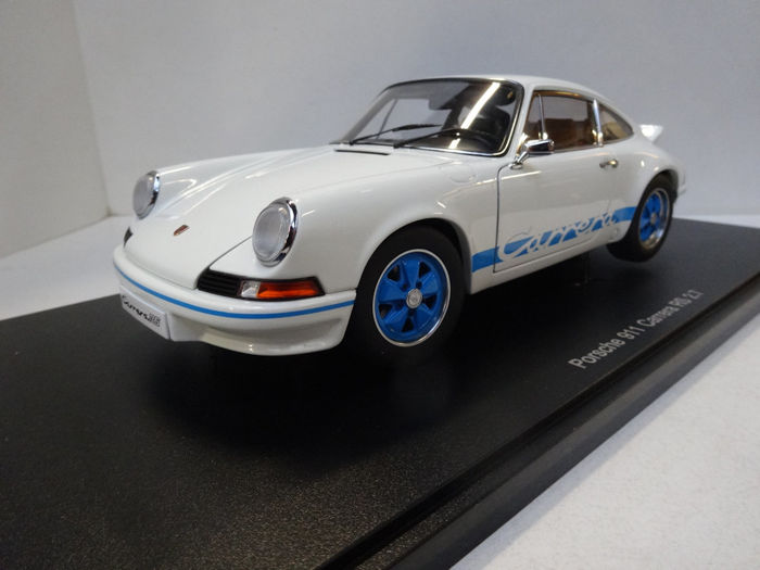 AUTOart - Schaal 1/18 - Porsche 911 Carrera RS 2.7 1973 - White/Blue stripes