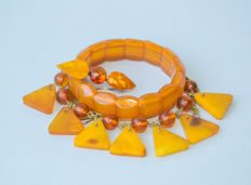 Set of Natural Baltic Amber bracelet, necklace and brooch, in butterscotch, egg yolk/cognac colour Amber, 35 gr.
