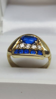 14 kt yellow gold ring set with zirconia stones and sapphires