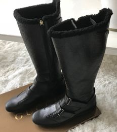 Gucci - black leather boots with monogram