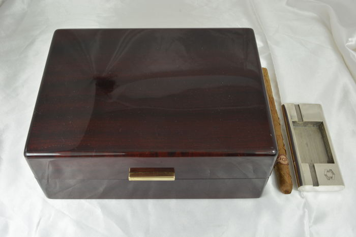 POUR 15 CIGARES HUMIDOR NUEVE CAVE A CIGARES