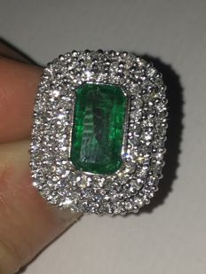 Wonderful vintage white gold ring with natural diamonds (1.84 ct) and natural emerald (2.75 ct)