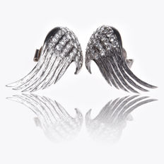 18 kt white gold earrings set with diamonds of +/- 1.30 ct, brilliant cut, colour F-G, clarity SI