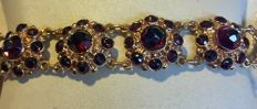 Rose gold bracelet with 11 garnet rosette links, Netherlands c. 1960