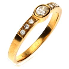 18 kt gold ring set with an oval cut Diamond, 0.27 ct - size 17¼