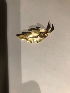 Palm brooch, gold leaf