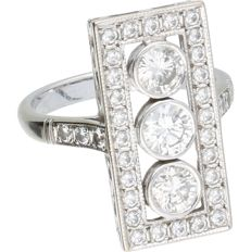 18 kt. - White gold ring set with 37 round, brilliant cut diamonds of approx. 1.88 ct total. - Ring size: 18 mm