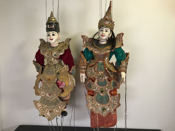 Unique set of two beautiful wooden Kalaga marionettes - Burma - 2nd half 20th century