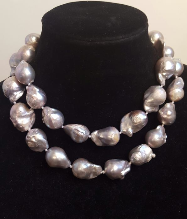 Long necklace of XL freshwater cultured baroque pearls - Length: 84 cm