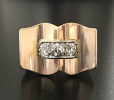 Art Deco Tank ring in 18 kt rose gold centred with a trilogy of diamonds set in platinum (total 0.65 ct)