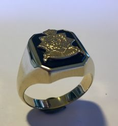 Gold onyx men's ring with old Marine coat of arms in gold