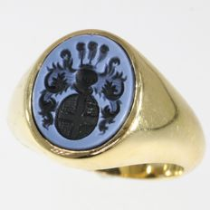 Gold Vintage seal ring with family crest of arms, engraved Agate stone, circa 1950