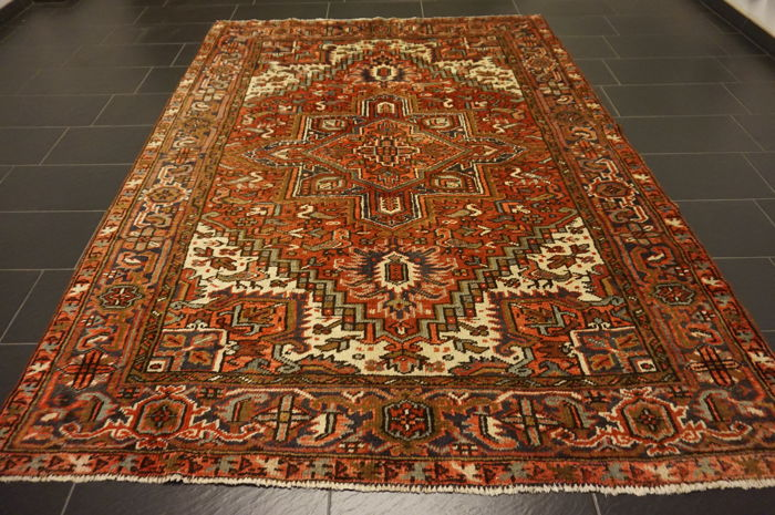 Rare, beautiful, antique, hand-knotted Persian carpet Heriz plant dyes 210X290 cm