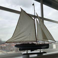Very large model sailing boat - sizes: 92 X 87 X 15 cm