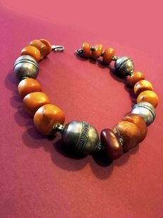 Ethnic necklace in amber and 925 silver