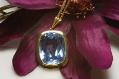 Large, approx. 0.40 ct Blue Topaz set in a 14 kt gold Pendant - NO RESERVE