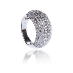 18 kt white gold ring set with 2.20 ct diamonds, 10.14 g